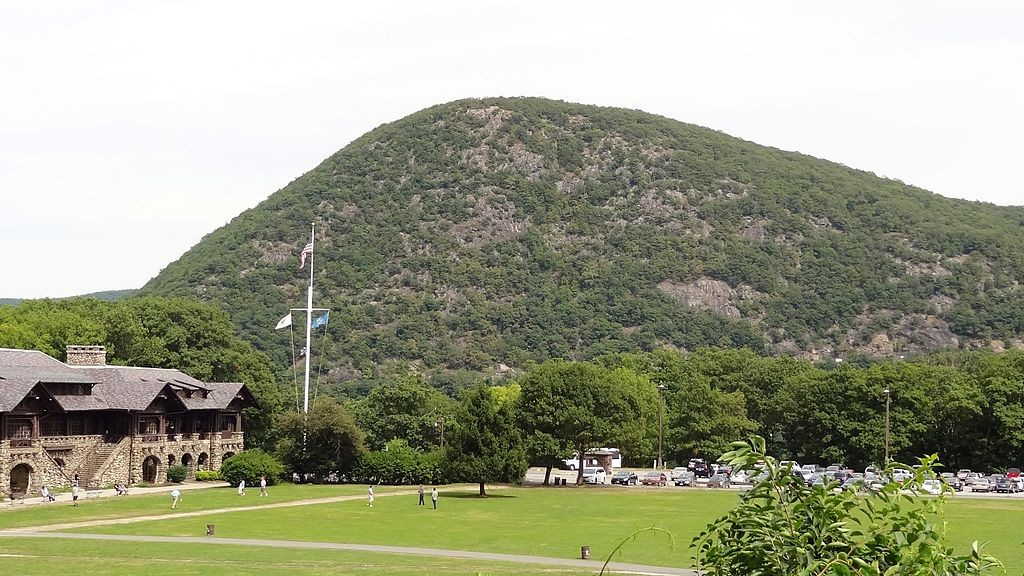 Anthony's Nose, seen behind the Bear Mountain Inn. (Wikimedia Photo)