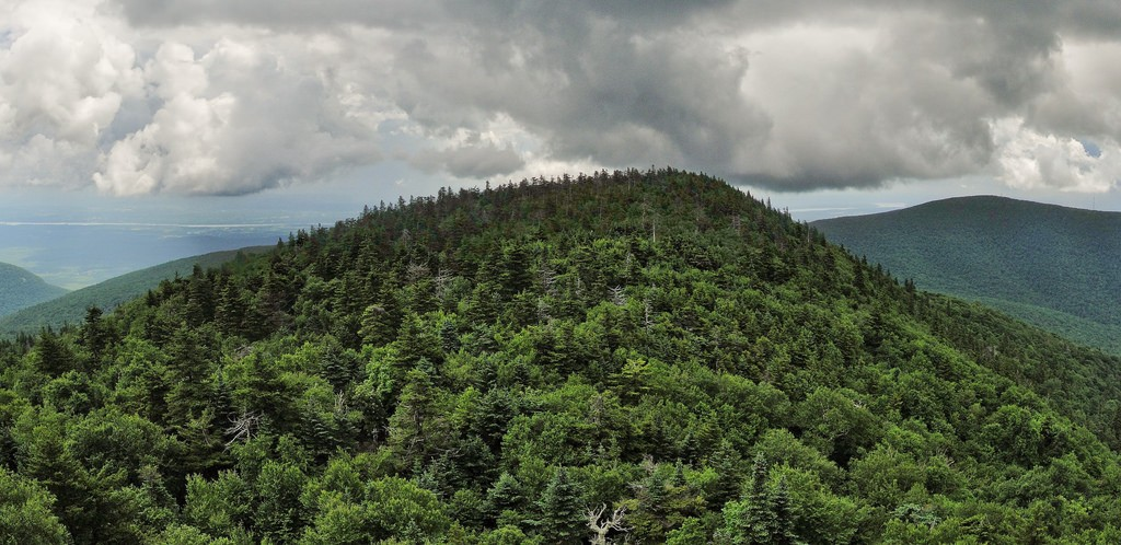 View from Devil's Path east of Indian Head Mountain in the Catskills. (Miguel Vieira/Flickr Photo)