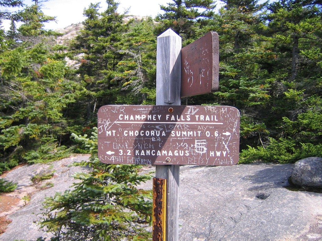A sign on the Champney Falls Trail (Andy Gregorowicz/Flickr)