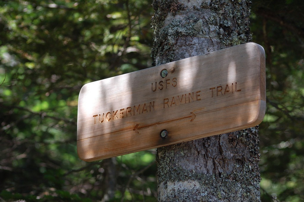 A sign for the Tuckerman Ravine Trail on Mount Washington. (Rich Moffitt/Flickr Photo)
